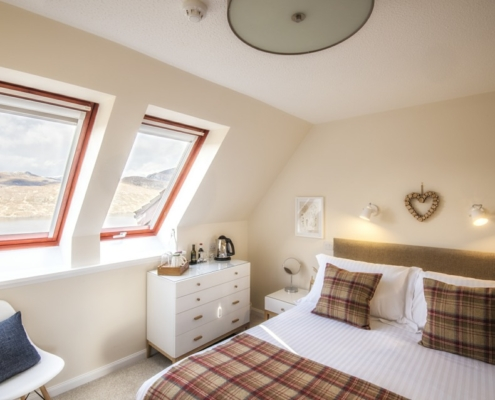 Cosy King Loch View £150