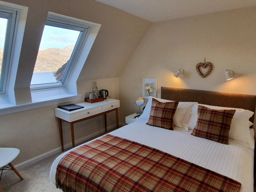 Cosy King Loch View at Newton Lodge